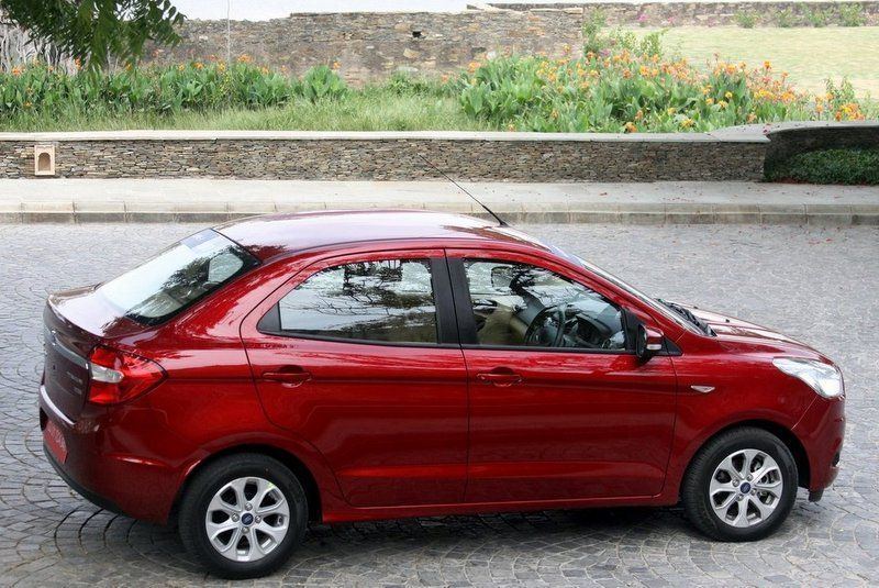 Ford Aspire Photos 3